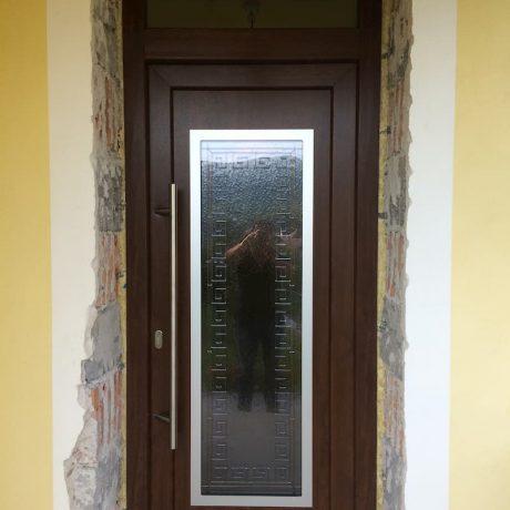 dvere hnede so sklom